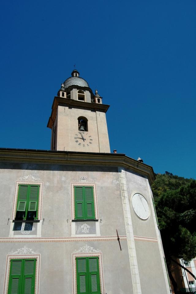 Il campanile della Chiesa Parrocchiale ( del XV secolo) di S. Antonio Abate - detto anche a Terra, nome dato storicamente al borgo sorto intorno al Castello dei Signori Doria -, in Dolceacqua (IM), Val Nervia. L'edificio religioso in questione all'interno custodisce il polittico di Santa Devota di Ludovico Brea del 1515.